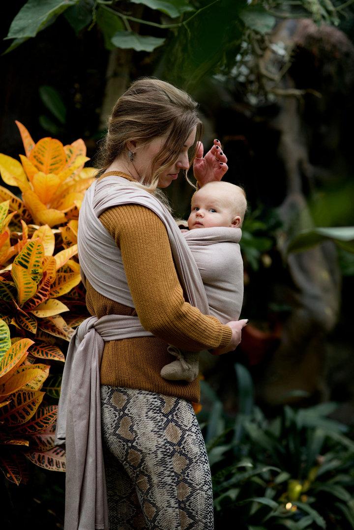 Een geweven draagdoek is ideaal voor het dragen van newborn tot ver in de peutertijd. Klik hier om jouw favoriet te bestellen